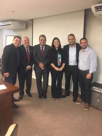 Dr. Fernando Muniz e coordenadora do Departamento de Fiscalização (Defis) do CREFITO-16, Dra. Louise Aline Gondim.